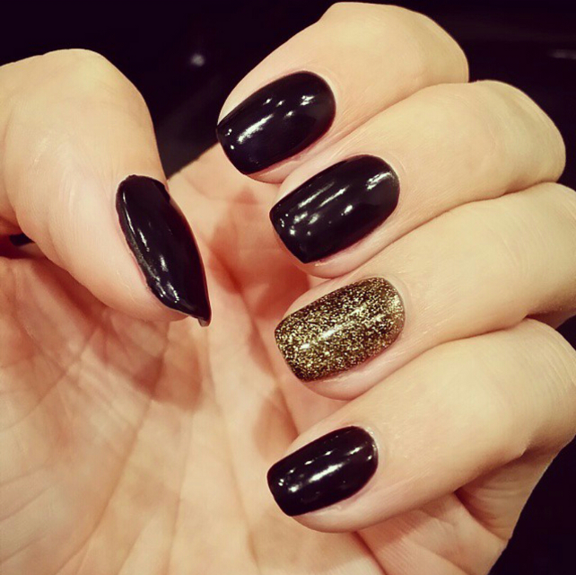 #manicure #gold #black #hand #nails